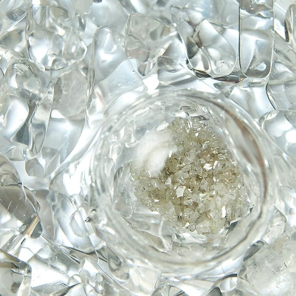 VitaJuwel ViA - Gem Water Bottle - Diamonds: Diamond Slivers + Clear Quartz